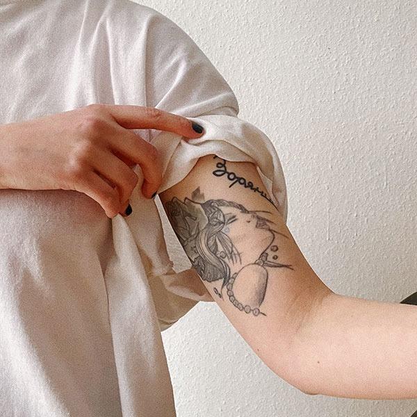 «Вийшло щось схоже на банку з огірками». Дівчата про невдалі татуювання  — Власний досвід на Wonderzine