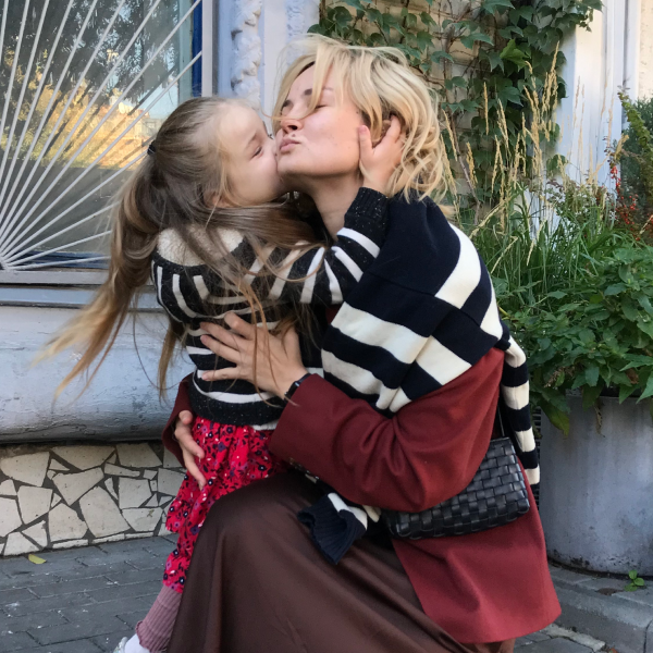 «Розраховувала тільки на себе». Це жінки, які виховують дітей самостійно — Власний досвід на Wonderzine