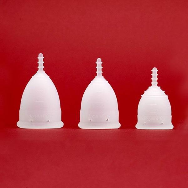 Багаторазові прокладки, чаші та менструальні труси. Що треба знати про альтернативні засоби гігієни