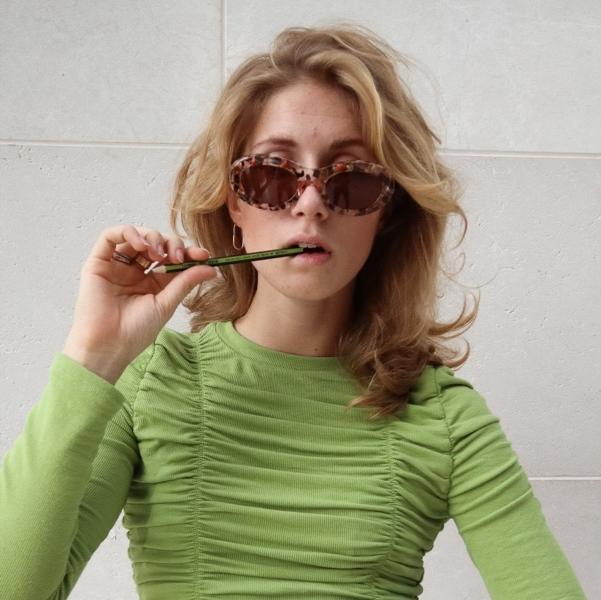 Авіатори та прямокутні: п'ять моделей окулярів, які ми будемо носити цієї весни