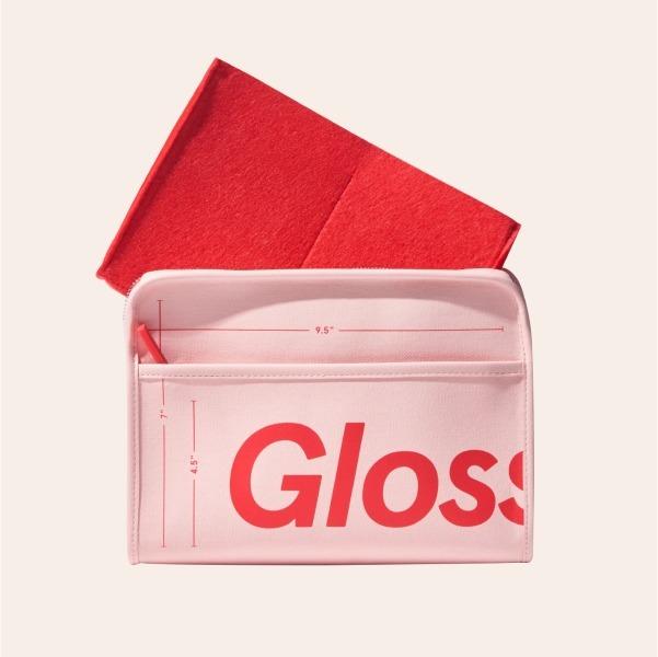 Перша косметичка Glossier, яка вмістить усе необхідне