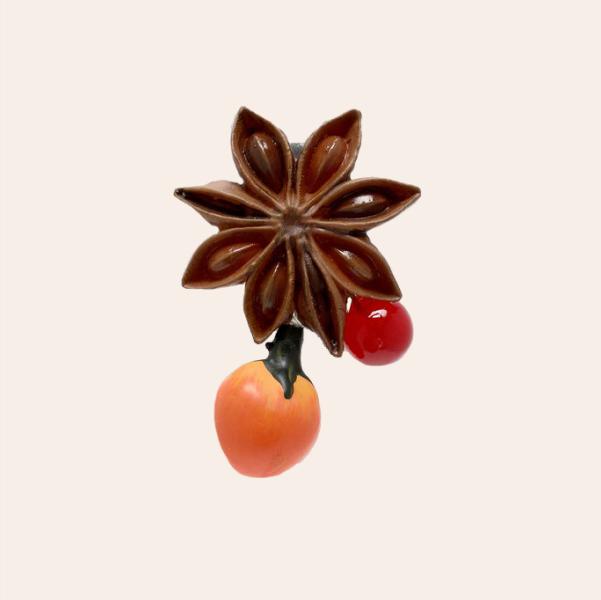 Моносережка Maison Margiela у формі бадьяну й журавлини — Вішлист на Wonderzine