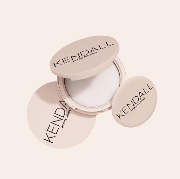 Матувальна крем-пудра з нової колекції Kendall + Kylie  — Вішлист на Wonderzine