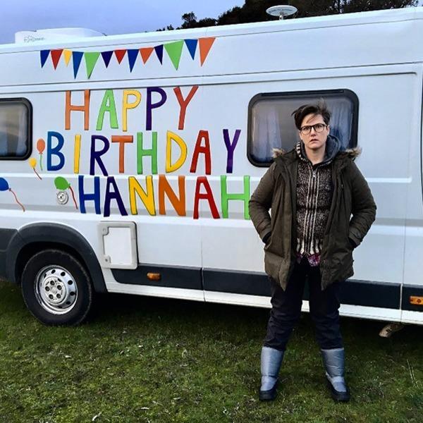 «Моя історія – це ваша історія»: хто така Ханна Ґедсбі та навіщо дивитися її новий стендап-спешл
