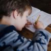 У Києві вчителька регулярно била дитину з аутизмом. Поки асистентка не надіслала відео матері