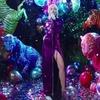 Неонова вечірка й диско-кулі в новому кліпі Майлі Сайрус
