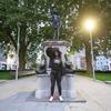 У Великій Британії на місці статуї работорговця встановили пам'ятник учасниці Black Lives Matter