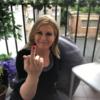 Експрезидентка Хорватії показала середній палець політику, який виступив проти абортів