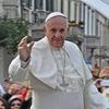 Ватикан почав розслідування щодо «лайку» Папи Римського під відвертим фото бразильської моделі