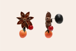 Моносережка Maison Margiela у формі бадьяну й журавлини