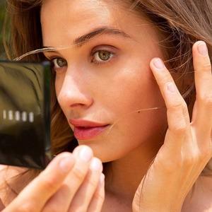 Запитання експерту: Чи можна робити макіяж пальцями?