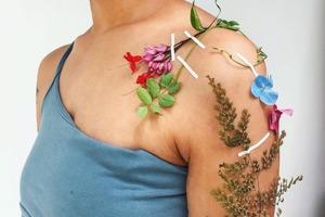 На кого підписатися: Instagram-акаунт з рослинними татуюваннями