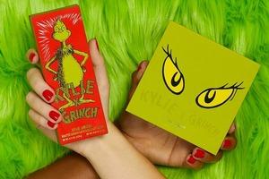 Кайлі Дженнер представила святкову колекцію косметики в стилі фільму «Грінч – викрадач Різдва»