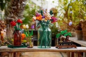 Lego створили екологічний конструктор, який складається в букет квітів і дерево