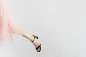 Є питання: як суперництво жінок за партнера впливає на вибір одягу