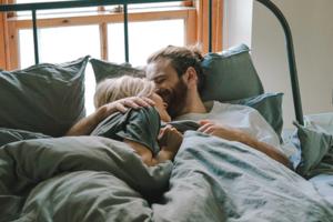 Як жінки та чоловіки реагують на проблеми в стосунках – дослідження