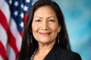 У США корінна американка Деб Хааланд вперше отримала посаду міністерки