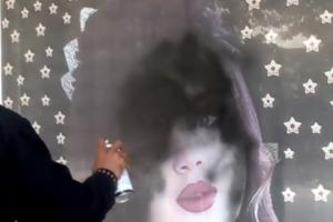 У Кабулі підприємці зафарбовують фотографії жінок на вітринах