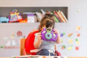Гендерні стереотипи у дитинстві можуть впливати на оплату праці у майбутньому – дослідження