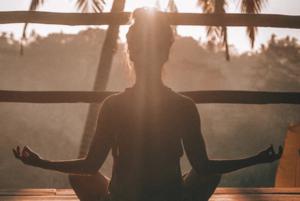 Медитація допомагає впоратися з мігренню й депресією – дослідження