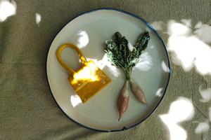 Jacquemus представив колекцію керамічних тарілок