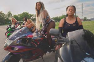 Мотоциклістки стали героїнями літньої кампанії Savage X Fenty