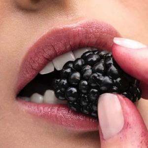 Колір і догляд. 8 комфортних відтінкових бальзамів для губ