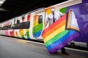 У Великій Британії запустили перший потяг з усіма ЛГБТ-працівниками