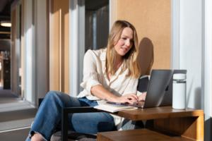 Зарплата жінок-стартаперок зменшилася на 30%, тимчасом як у чоловіків зросла