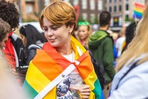 Зумери частіше діляться, що вони належать до ЛГБТ, ніж інші покоління – дослідження