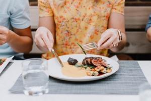 Як шум впливає на задоволення від їжі – дослідження
