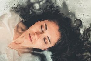 Водні процедури: а ви знаєте, як правильно мити голову?