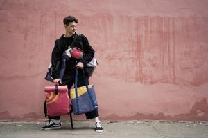 Рюкзак, виготовлений із банерів zero waste виставки про Лесю Українку