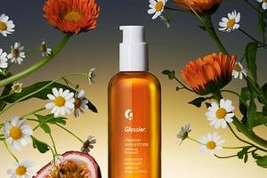 Glossier представили новий засіб для глибокого очищення шкіри