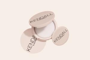 Матувальна крем-пудра з нової колекції Kendall + Kylie