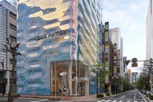 Louis Vuitton відкрили бутік із тривимірним ефектом, який віддзеркалює кольори води