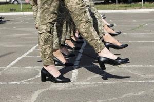 У мережі розкритикували підготовку параду до Дня Незалежності. Там жінки марширують на підборах